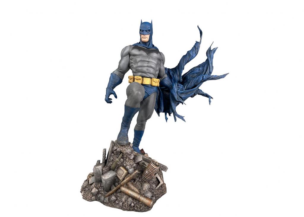 DC Comic Gallery Batman Defiant PVC Diorama