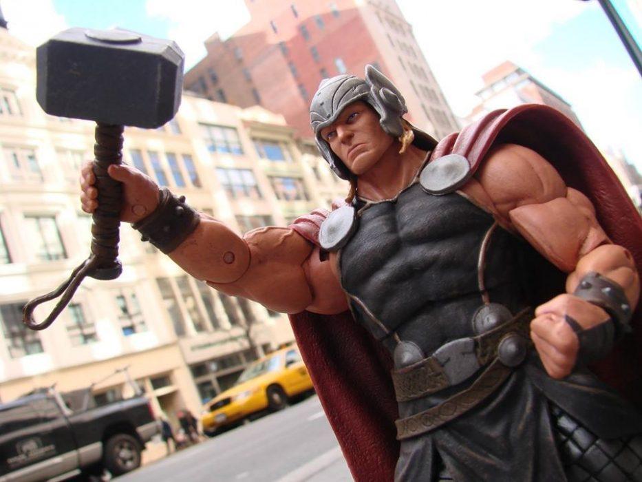 Diamond Select Toys Thor Action Figure