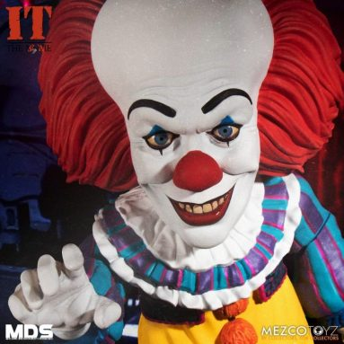 The IT (1990): Deluxe Pennywise Figure by Mezco Available for Pre-Order